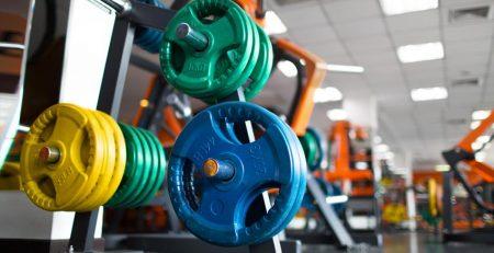 Jakie suplementy kupić rozpoczynając przygodę na siłowni?